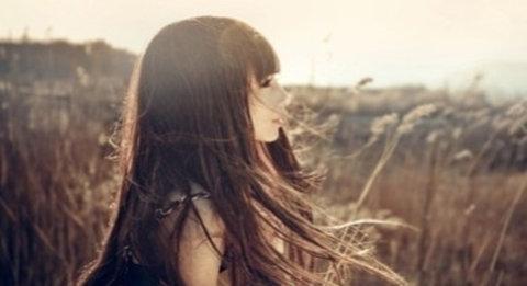 如何白发变黑我们应该从根源去养发